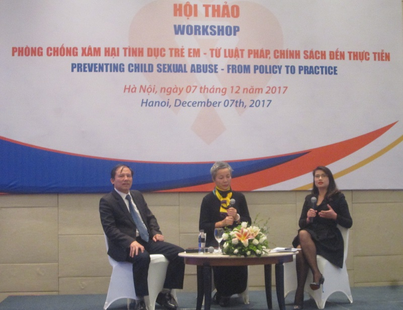 Journalist Nguyen Hanh (leftmost) discusses the protection of sexually abused children, and the need to prevent such abuse.